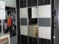 Sevroll-hacienda-feher-fekete-szurke-toloajtos-beepitett-gardrob-szekreny