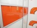 Sevroll-narancssarga-feher-uveges-toloajtos-beepitettszekreny