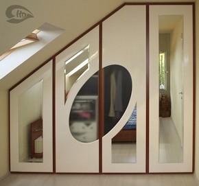 Magasfenyu-feher-tukros-tetoteri-beépített -gardrob-szekrény-va-290px